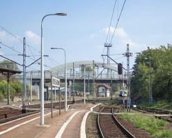 Alumast dostarczy ponad 200 kompozytowych słupów oświetleniowych dla PKP Polskich Linii Kolejowych