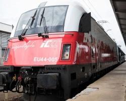 Biało-czerwone lokomotywy PKP Intercity już na torach