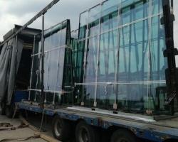 Jak bezpiecznie przewieźć szkło w rozmiarze XXL? - Go Logis organizuje ponadnormatywny transport szyb