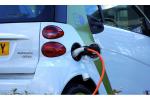 Przybywa stacji ładowania pojazdów elektrycznych, ale... zbyt wolno