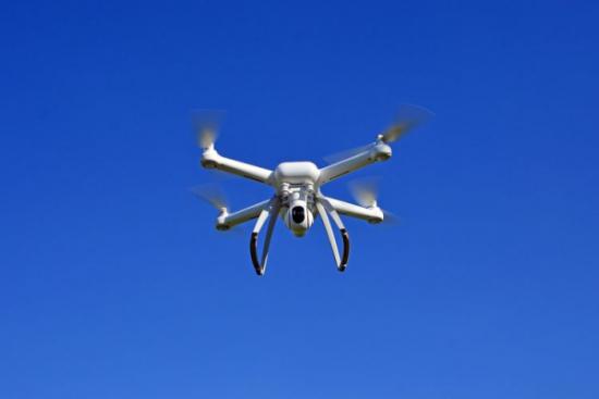 Wirtualne drony w prawdziwym ruchu