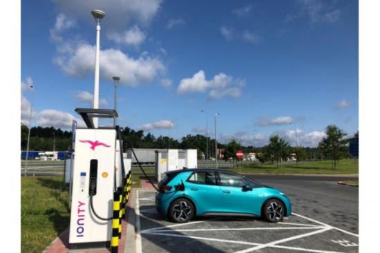 Shell i IONITY uruchamiają pierwsze w Polsce stacje dużej mocy do ładowania pojazdów