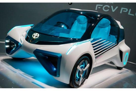 Autonomiczne pojazdy ładujące i tankujące samochody - nowy patent Toyoty