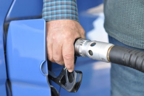 Czy na stacjach benzynowych zatankujemy paliwo częściowo wyprodukowane z recyklingu plastiku?